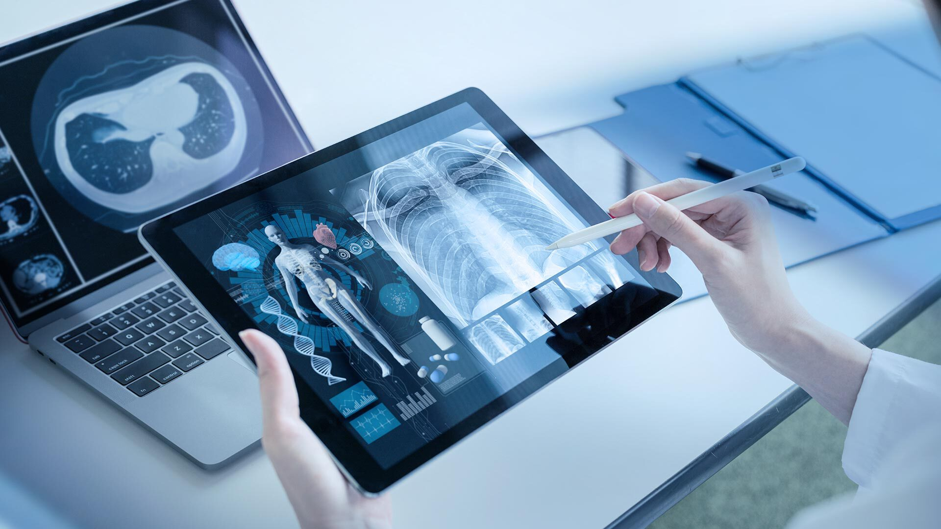 Medical is holding a Tablet-Computer which shows X-ray images